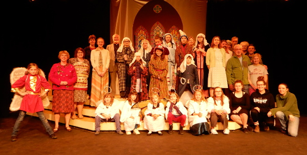 Cast and crew of The Best Christmas Pageant Ever